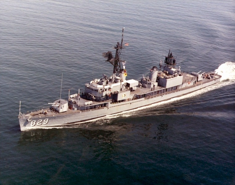 USS_Myles_C_Fox_(DD-829)_underway_in_early_1970s_USN [Public domain]