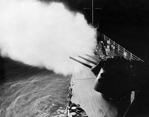 USS_OklahomaCity_CLG5_6_47gunsfiring