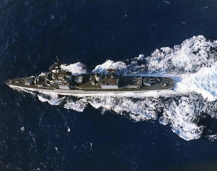 USS_Rowan_(DD-782)_aerial_photo_1965